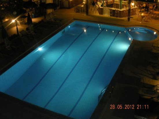 Hotel Nektar Beach: Poolen i kvällsbelysning