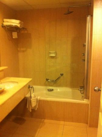 Grand Bahia Principe La Romana: clean bathroom