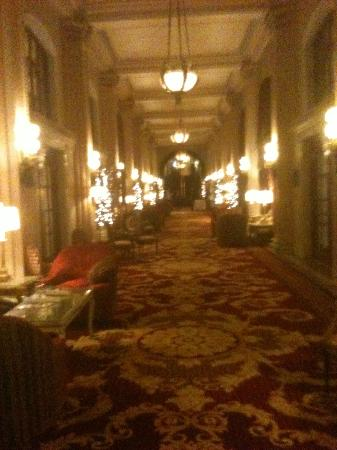 Willard InterContinental Washington: The main hallway at the Willard