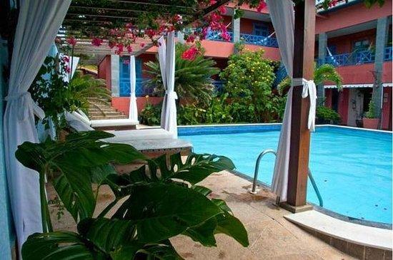 Lara Hotel: Area de piscina