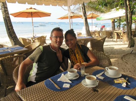 Alona Vida Beach Resort: Breakfast on the beach