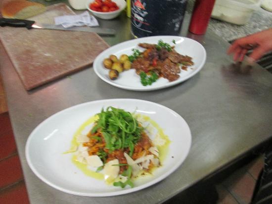 Da Vinci Restaurant: Tagliatelle Cinghiale and Vitello