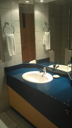 The Juffair Grand Hotel : Bathroom