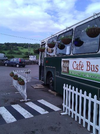Lye Cross Farm Bus Cafe: Dorothy pointing towards Bristol airport