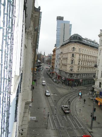 Hotel Stefanie: Street view