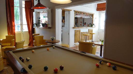 Hotel Royal Bon Repos: billard et bar