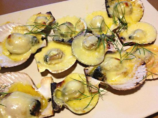 Balikbayan Restaurant: fresh baked scallops - YUUMMMM!