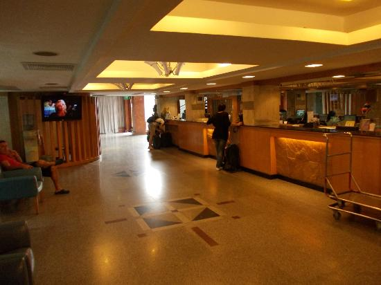 D&D INN: Lobby