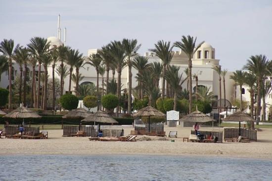 The Palace Port Ghalib: hotel intercontinental vanaf het strand gezien.