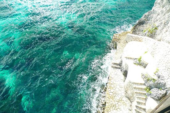 Villas Sur Mer: Steps to cliff jumping