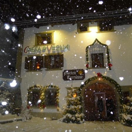 Badrutt's Palace Hotel: Chesa Veglia in the snow