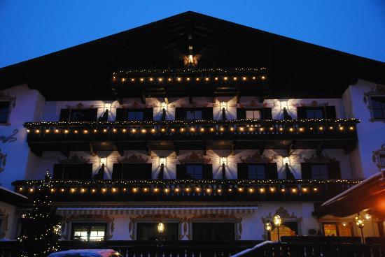 Hotel Hubertushof: hotel by night