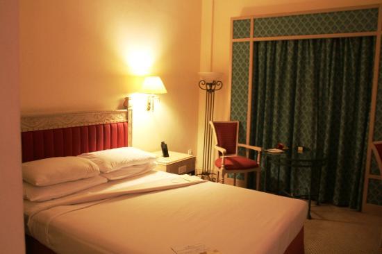 Sheba Hotel: Bed