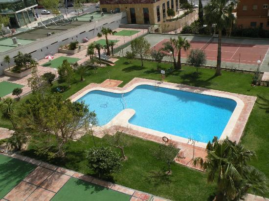 Gemelos 12: Piscina, jardin pista de tenis / Tennis court, swimming-pool and garden