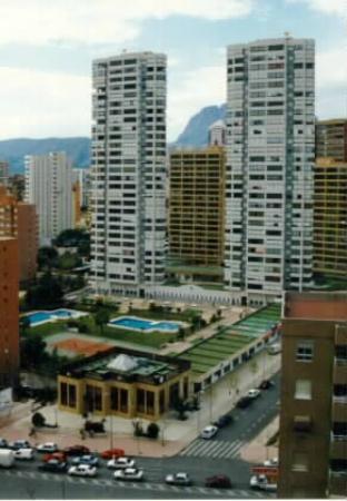 Gemelos 12: Edificio / Apartments building