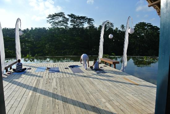 Four Seasons Resort Bali at Sayan: sunset yoga