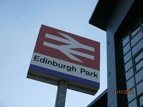 Premier Inn Edinburgh Park (The Gyle) Hotel: Next to the train station