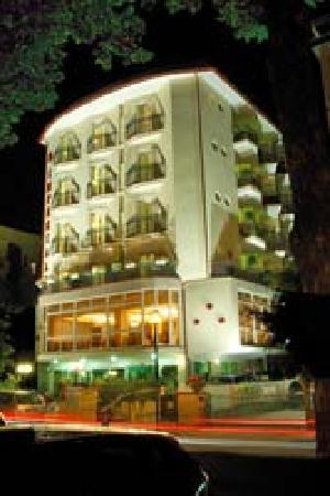 Hotel Imperiale: foto notturna
