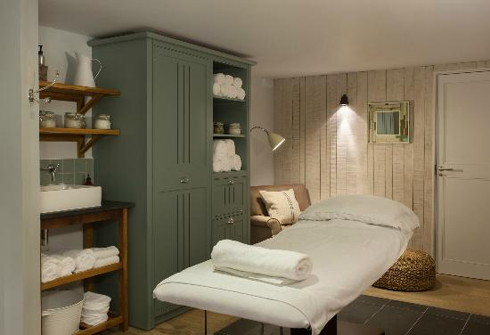 Treatment rooms picture of watergate bay hotel newquay for Beauty treatment room decor ideas