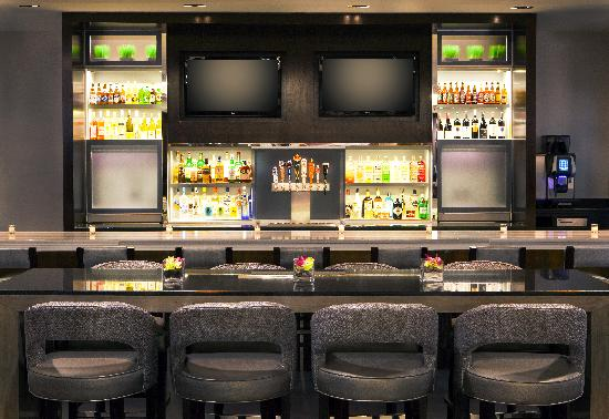 Hyatt Regency Boston: Newly renovated Avenue One Bar