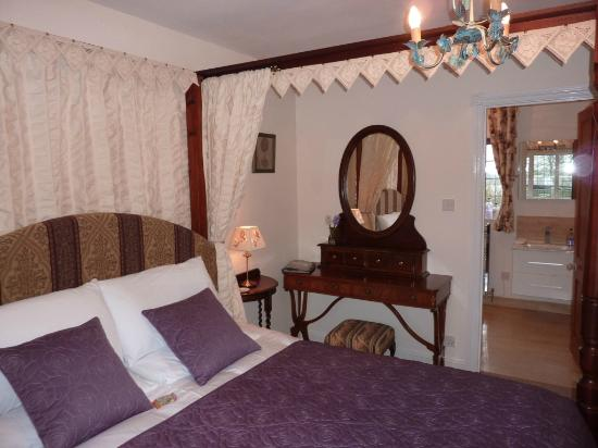 Maunditts House: Four Poster room