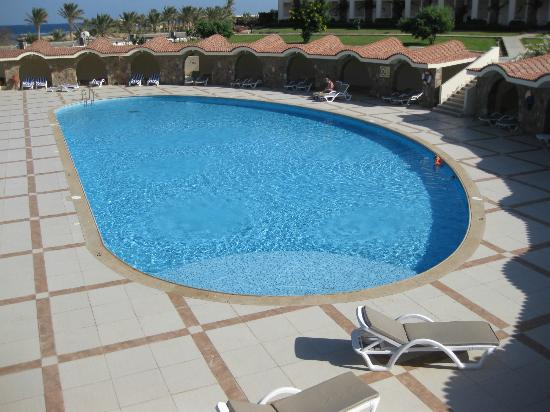 Royal Brayka Beach Resort: Heated pool