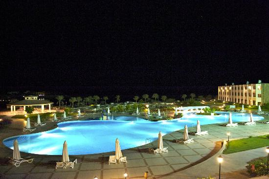 Royal Brayka Beach Resort: View of pool at night