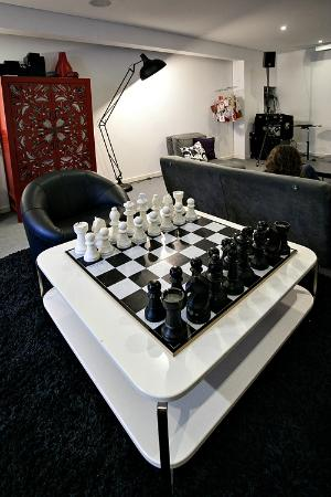 Gallery Hostel: Play chess