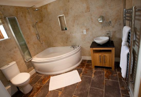 Westward Living: Bathroom in Frankies cottage
