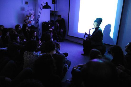 Gallery Hostel: Concert