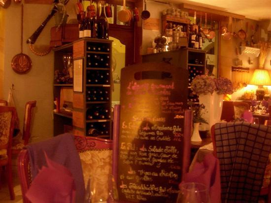 Les Petites Casseroles : salle du restaurant