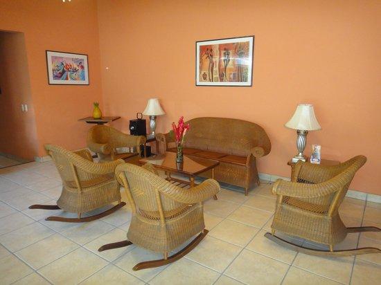 Hotel El Almendro Managua: Sala de estar
