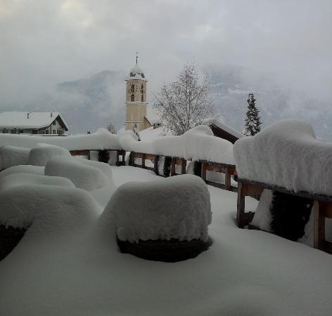 Hotel Bellaval: winteraussicht von terrasse