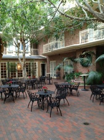 The Horton Grand Hotel : courtyard in December