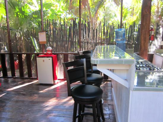 Las Palmas Maya: New bar and bar stools