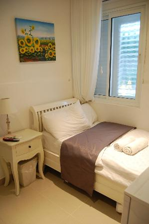 Central Hotel: Single Room