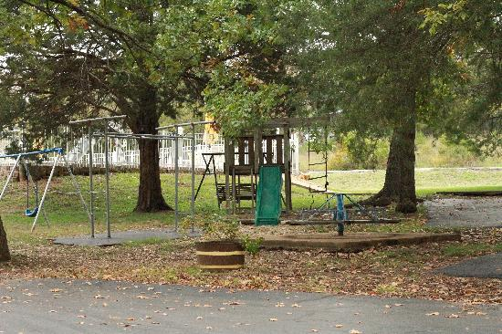 Golden Arrow Resort: Our children's playground includes basketball, horseshoes, and shuffleboard.