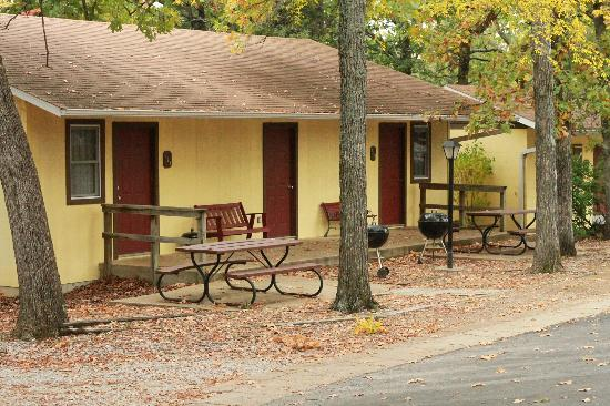 Golden Arrow Resort : Our guestrooms with kitchenettes have private patios with picnic tables and barbeque grills.