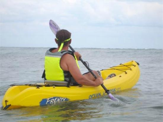 Kayaking to adjacent islands from Hotel Bocas del Toro