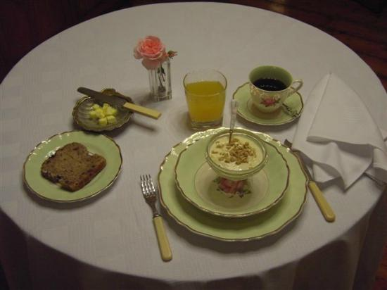 Melvin Residence Guest House: Sumptious breakfast
