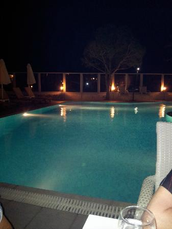 Hotel Areti: Abends am Pool