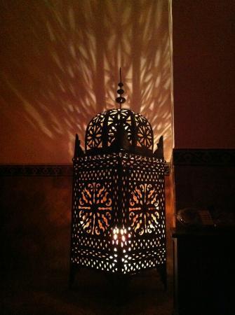 Riad Miski: Lámpara marroquí en el área wifi :P