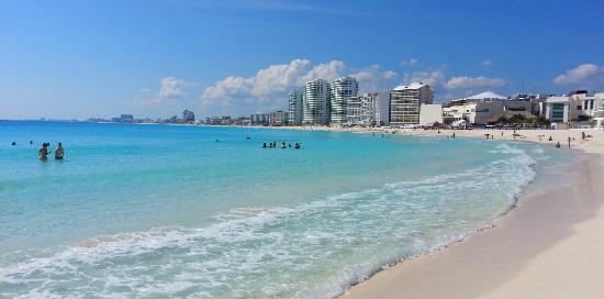 Krystal Cancun: View from the beach area