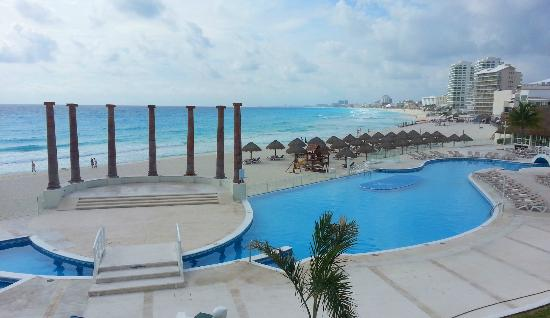 Krystal Cancun: overview of pool and beach from 2nd floor
