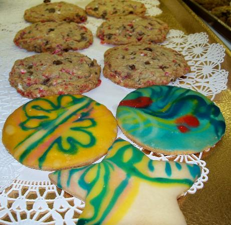 Main Street Bagels Artisian Bakery & Cafe: Candy Cane Chocolate Chip & Holiday Cookies