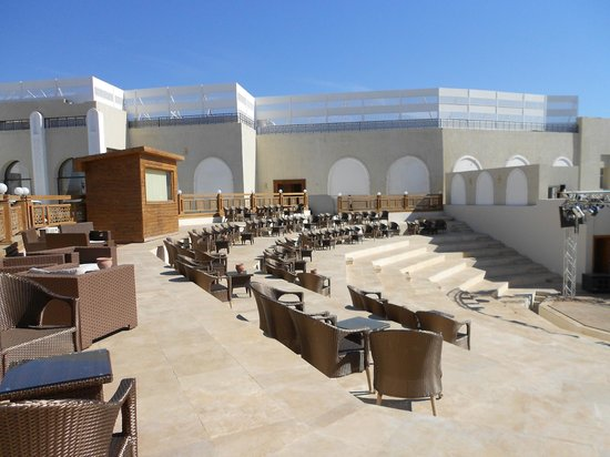 Sunrise Grand Select Arabian Beach Resort: outdoor animation theatre