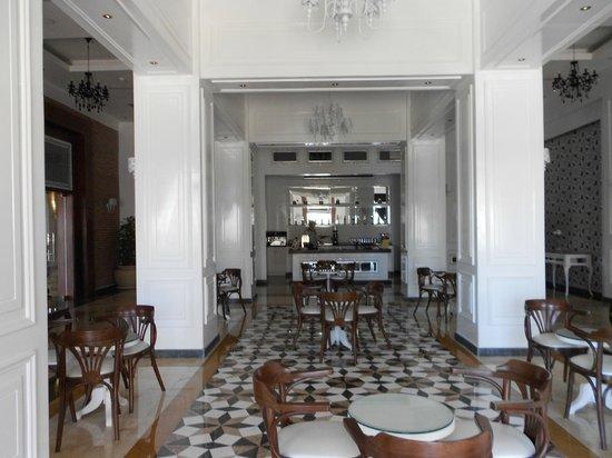 Sunrise Grand Select Arabian Beach Resort: Mayfair Lounge