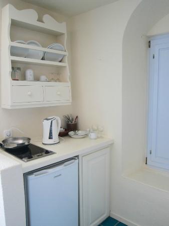 Enigma Apartments & Suites: kitchenette