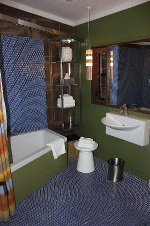 Glen Oaks Big Sur: bathroom