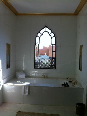 Sahara Palace Marrakech: Bathroom with a view